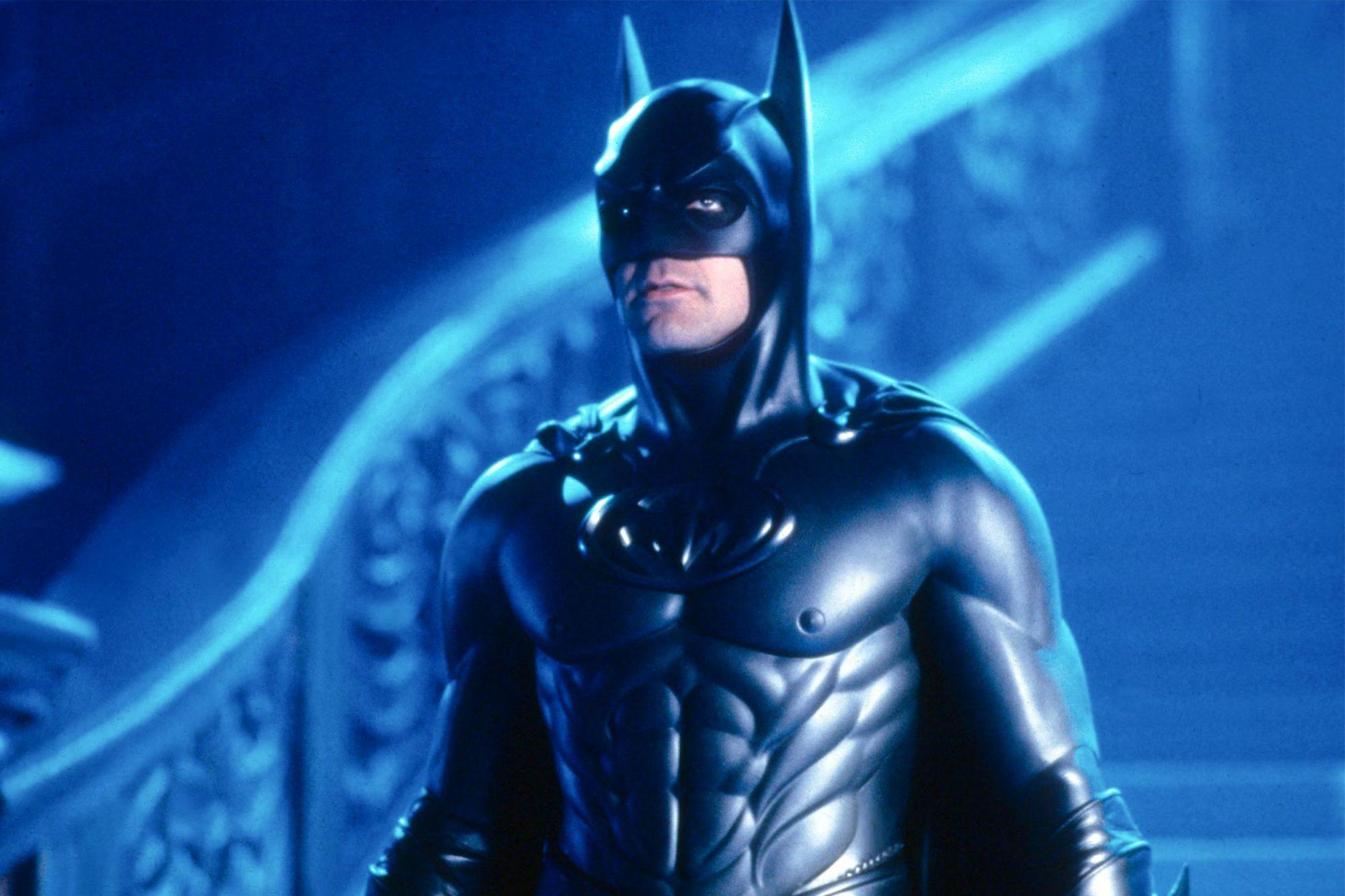 BATMAN and ROBIN US / BR 1997 aka BATMAN AND ROBIN GEORGE CLOONEY as Bruce Wayne / Batman BATMAN ROBIN US / BR 1997 aka BATMAN AND ROBIN GEORGE CLOONEY as Bruce Wayne / Batman Date 1997, Photo by: Mary Evans/WARNER BROS/Ronald Grant/Everett Collection(10396635)