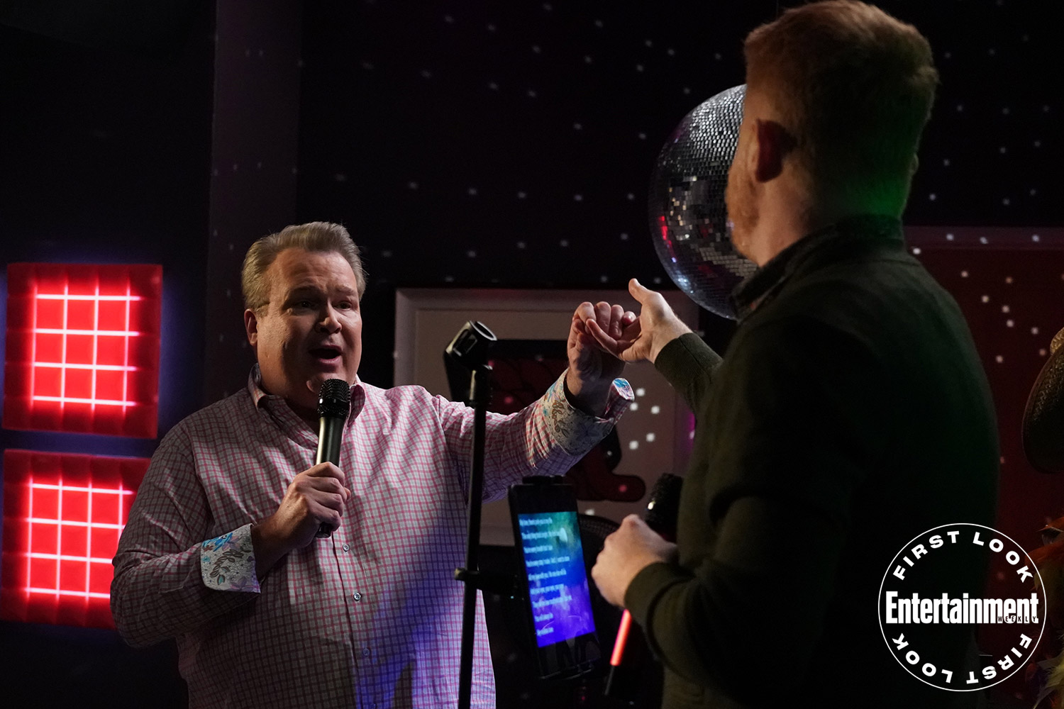 Cam (Eric Stonestreet) and Mitchell get in tune