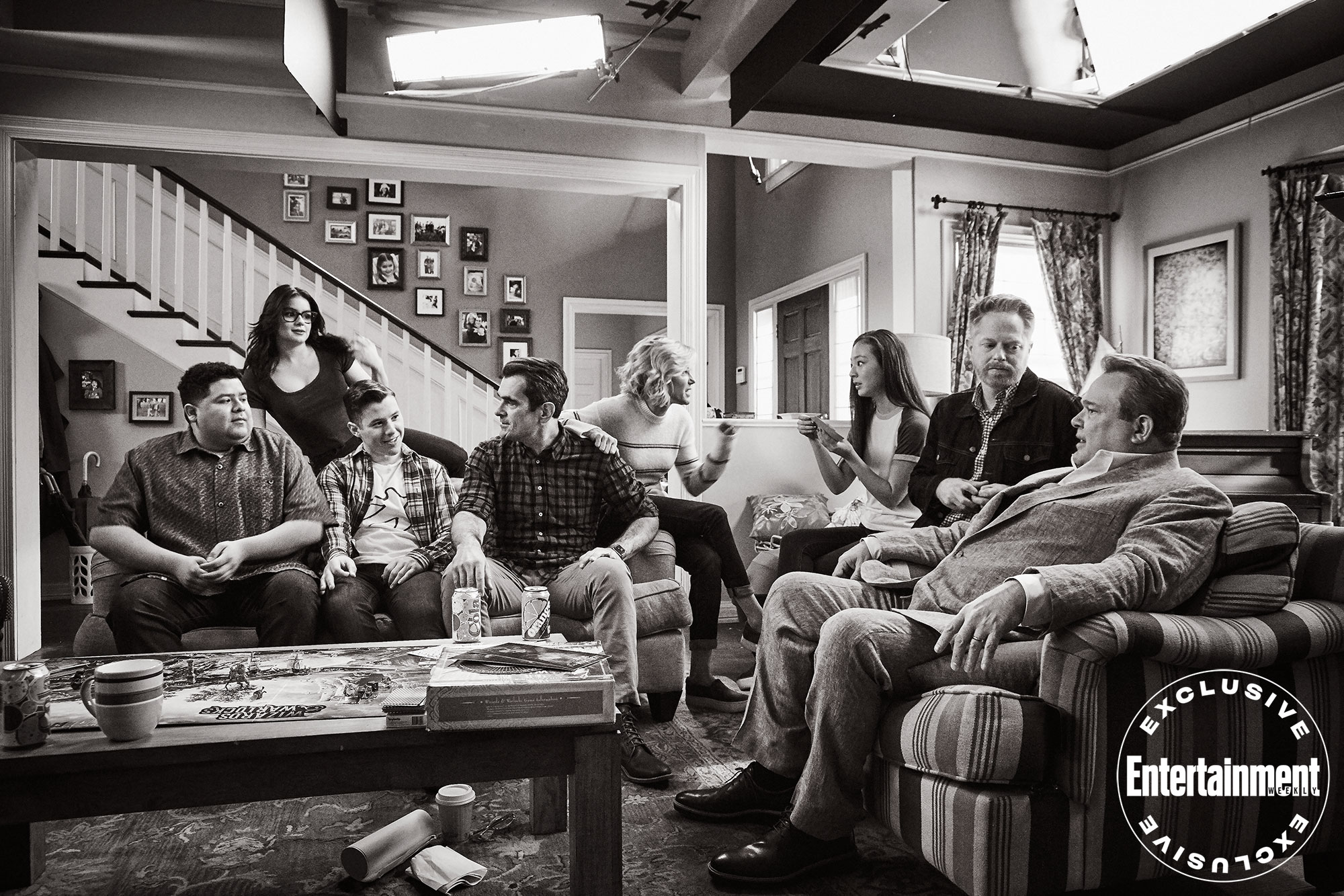 Rico Rodriguez (Manny), Ariel Winter (Alex), Nolan Gould (Luke), Ty Burrell (Phil), Julie Bowen (Claire), Lily (Aubrey Anderson-Emmons), Jesse Tyler Ferguson (Mitchell), and Eric Stonestreet (Cameron) catch up between takes