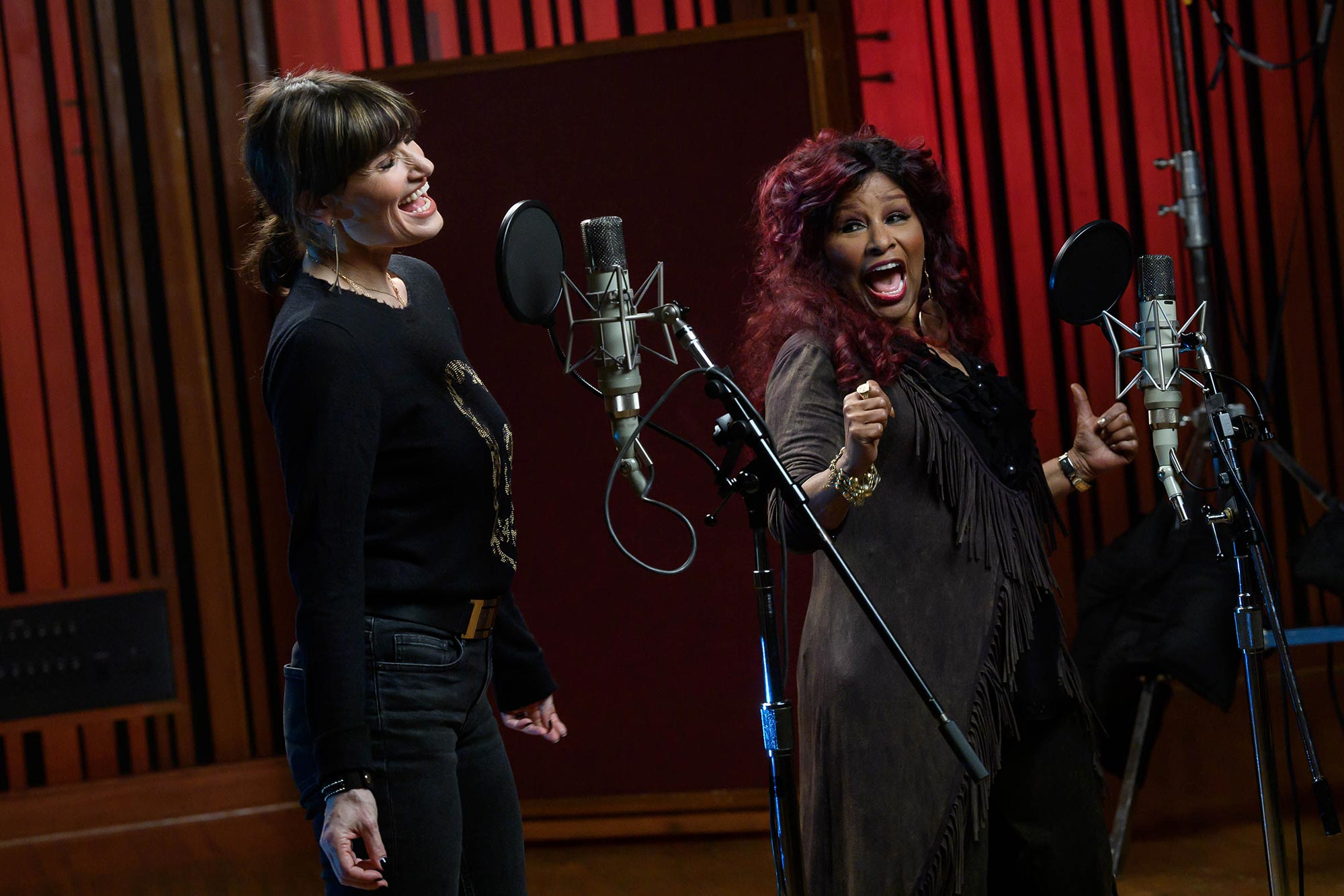 "Idina Menzel and Chaka Khan duet on ""I'm Every Woman"""
