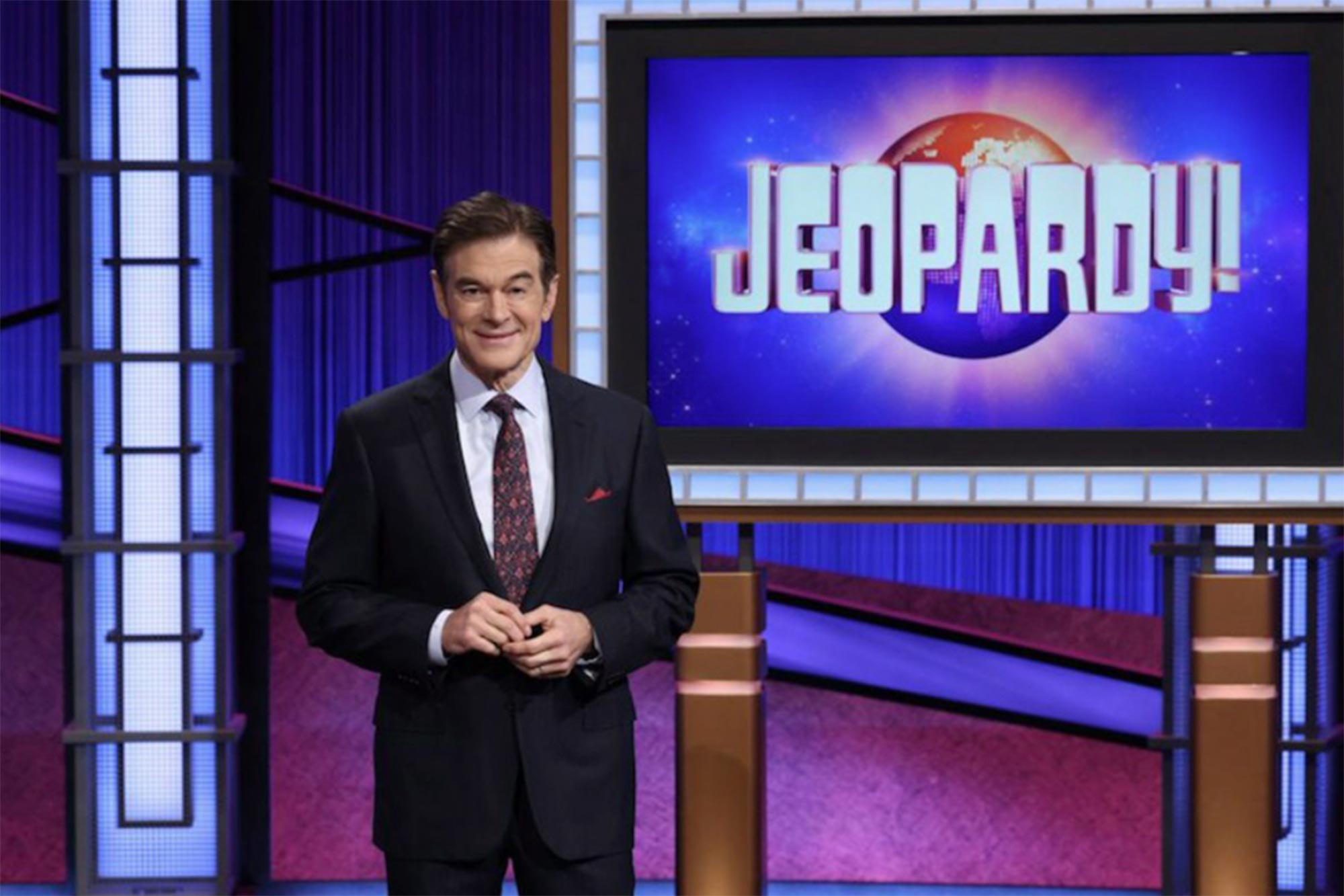 Dr. Oz hosts Jeopardy