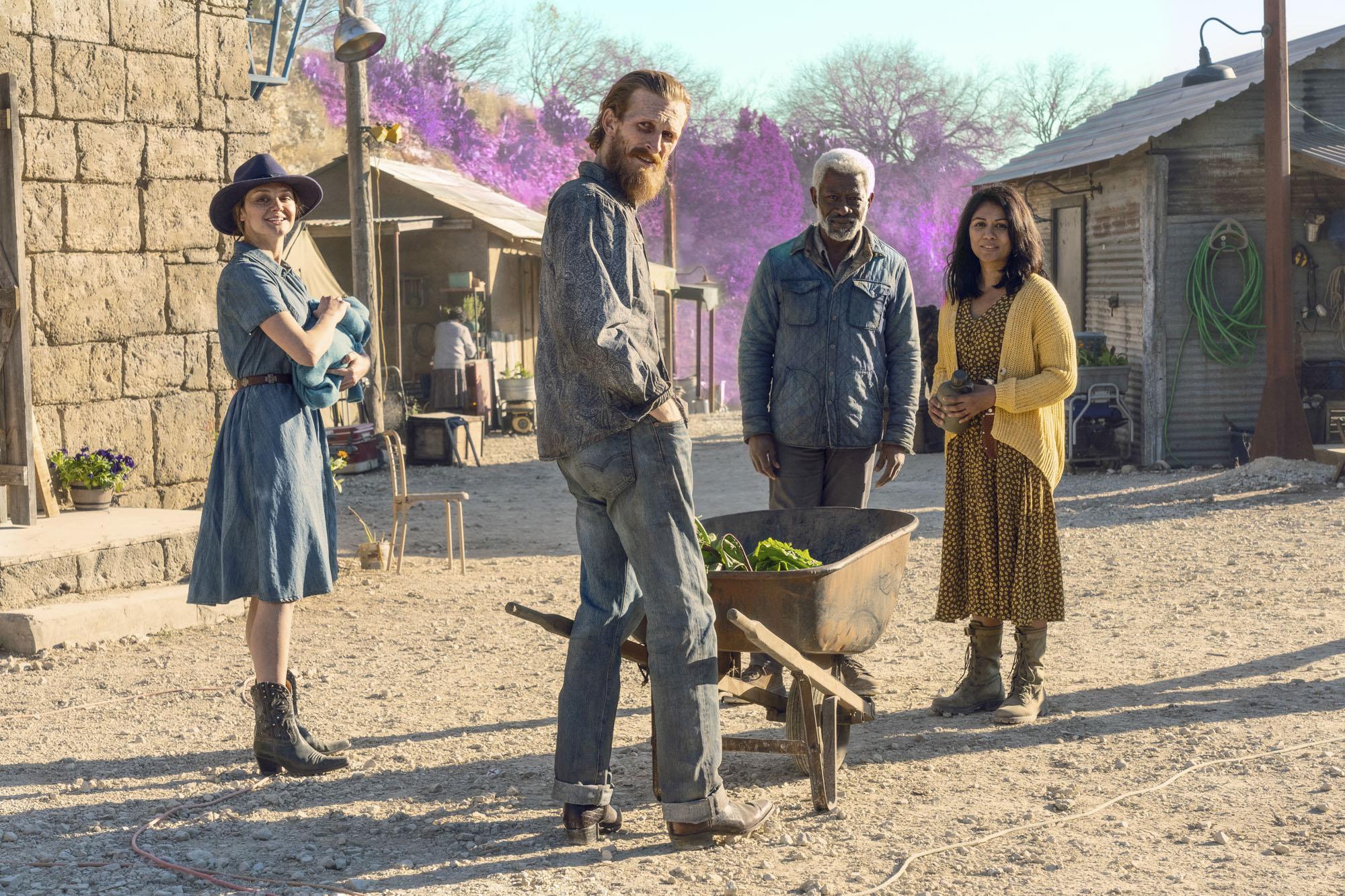 Fear the Walking Dead devastating twist ending explained   EW.com