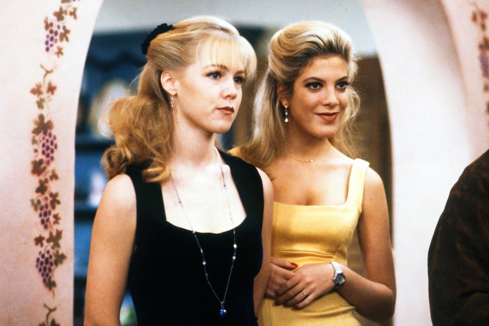 BEVERLY HILLS, 90210 Jennie Garth, Tori Spelling