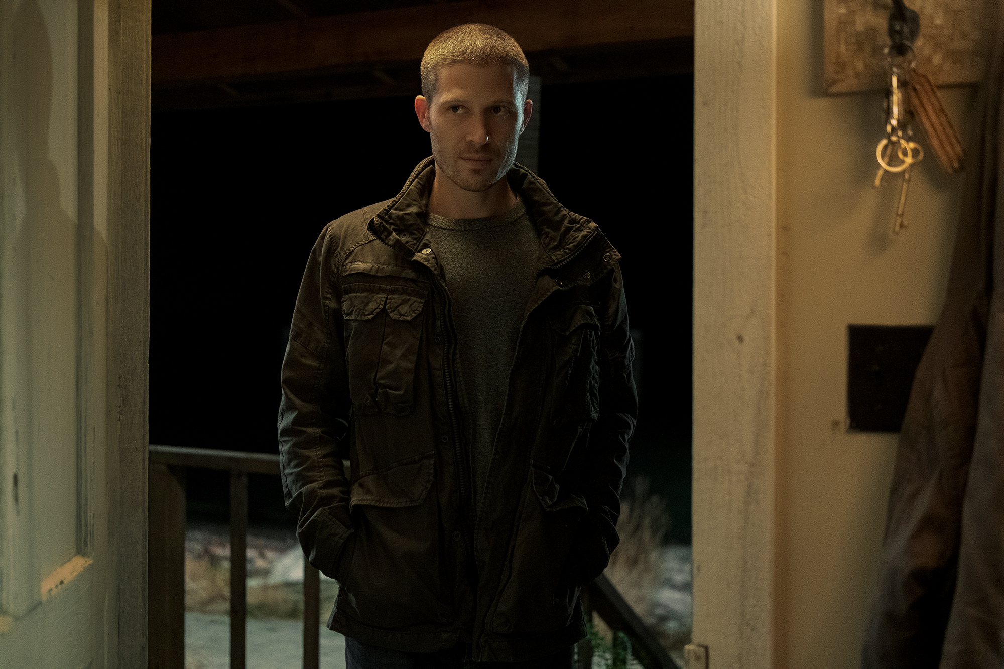 MIDNIGHT MASS (L to R) ZACH GILFORD as RILEY FLYNN in episode 105 of MIDNIGHT MASS