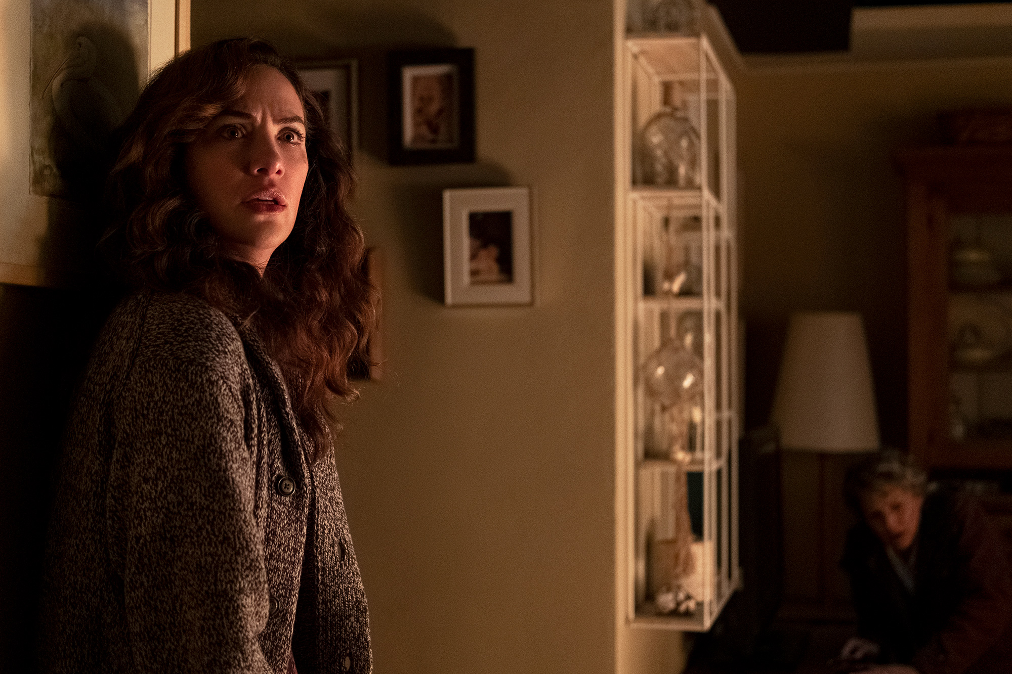 MIDNIGHT MASS (L to R) KATE SIEGEL as ERIN GREENE in episode 107 of MIDNIGHT MASS