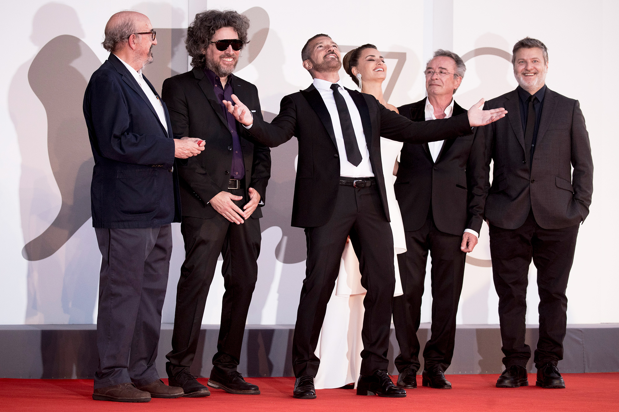 """Jaume Roures Llop, director Mariano Cohn, Antonio Banderas, Penelope Cruz, Oscar Martinez, Gaston Duprat attend the red carpet of the movie """"Competencia Oficial"""" during the 78th Venice International Film Festival on September 04, 2021 in Venice, Italy."""