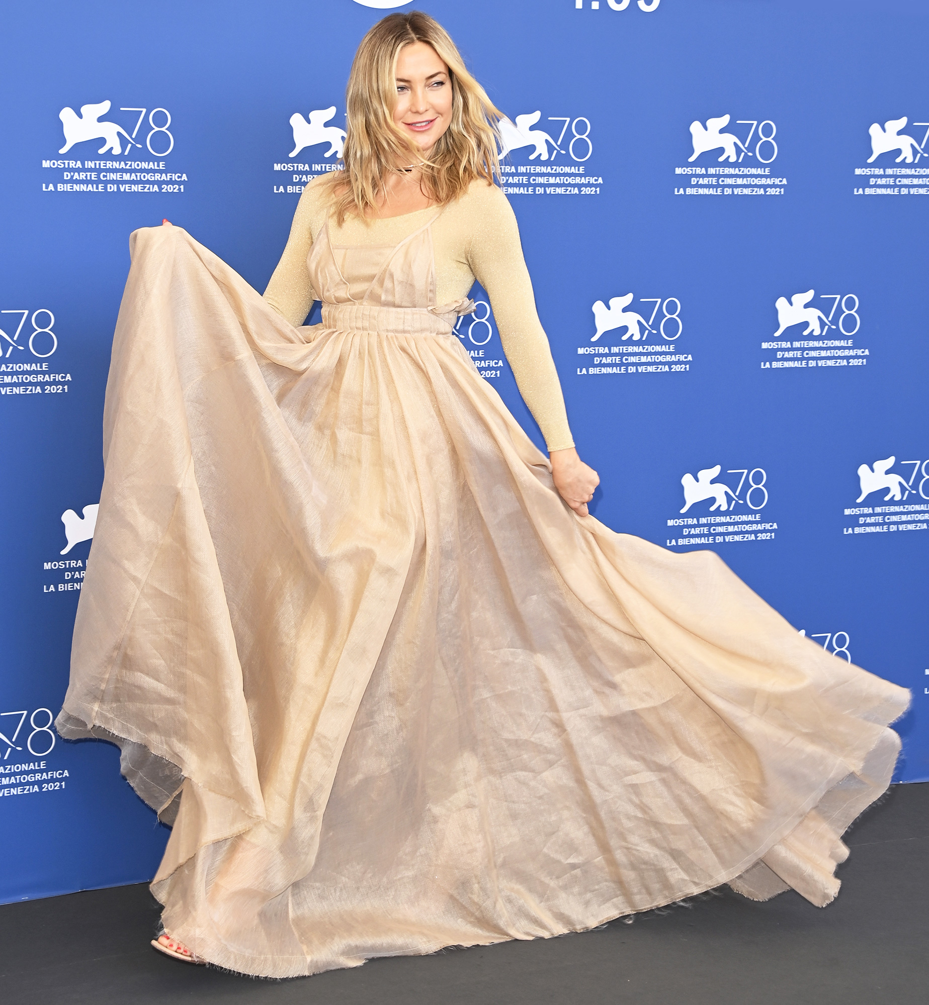 """Kate Hudson attends the photocall of """"Mona Lisa And The Blood Moon"""" during the 78th Venice International Film Festival on September 05, 2021 in Venice, Italy."""