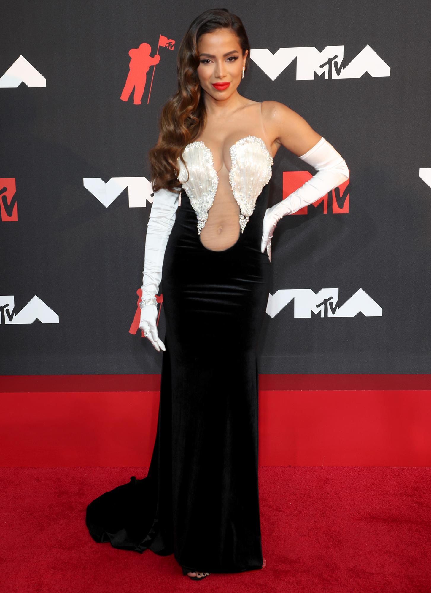 Anitta arrives at the 2021 MTV Video Music Awards