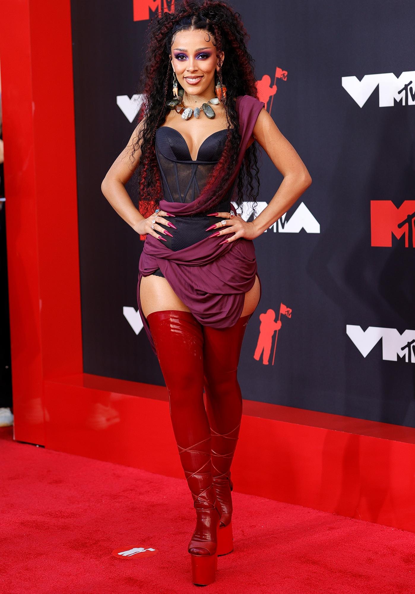 Doja Cat arrives at the 2021 MTV Video Music Awards