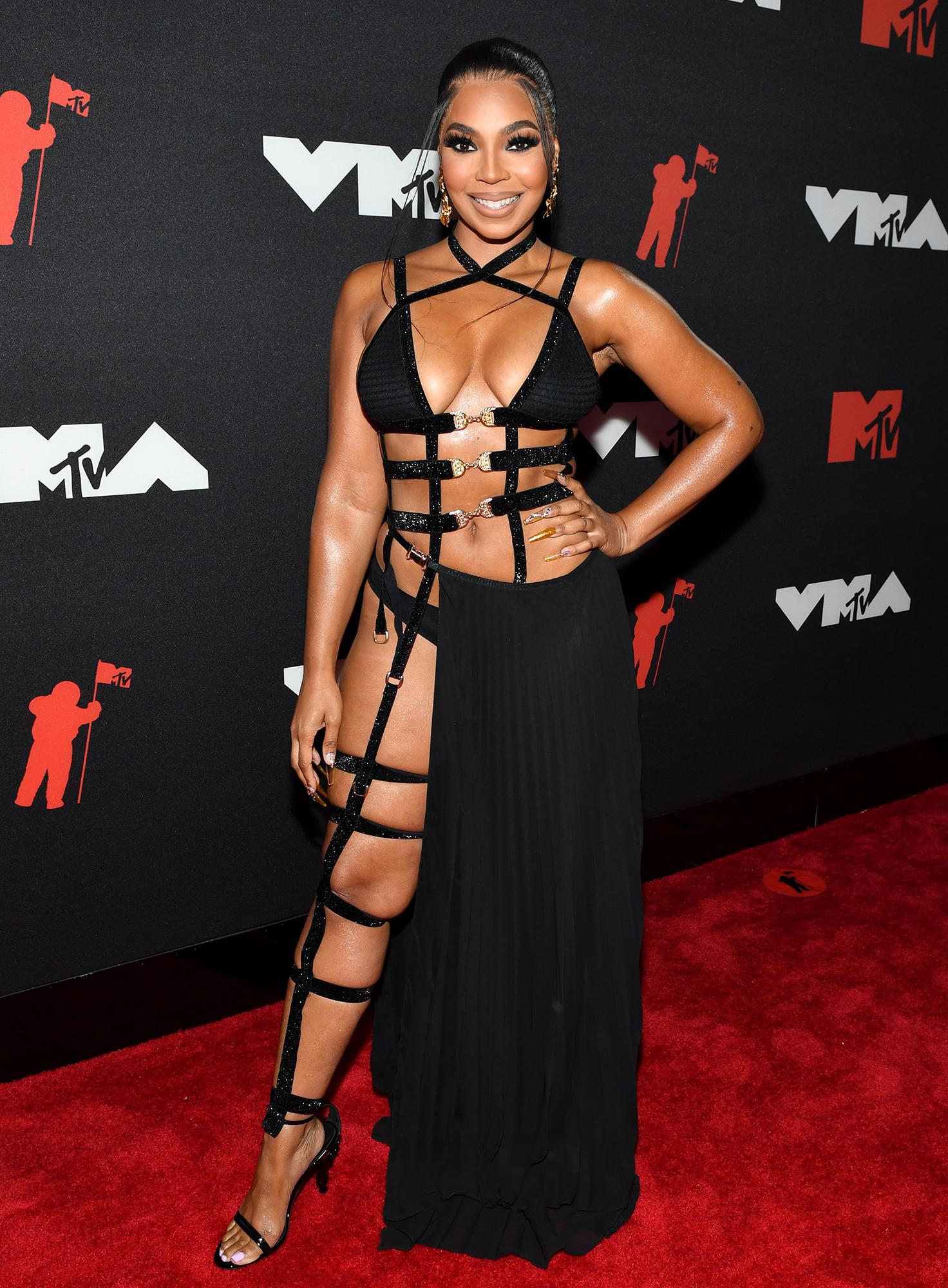 Ashanti arrives at the 2021 MTV Video Music Awards