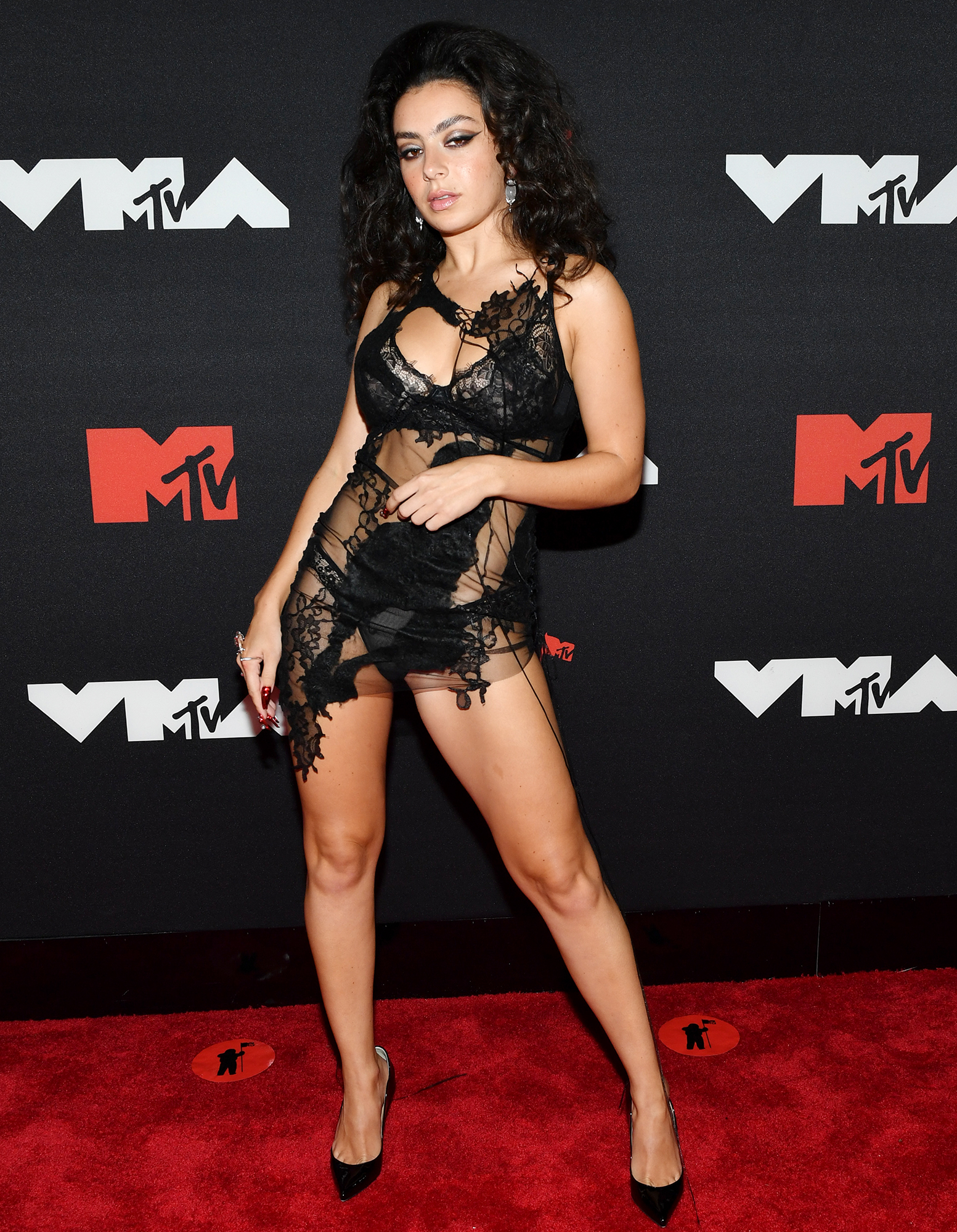 Charli XCX arrives at the 2021 MTV Video Music Awards