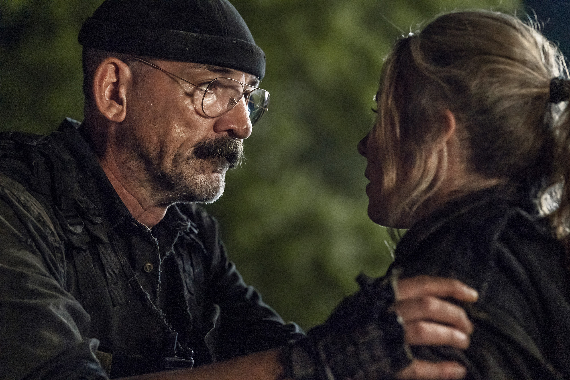 Ritchie Coster as Pope, Lynn Collins as Leahon The Walking Dead Season 11, Episode 8