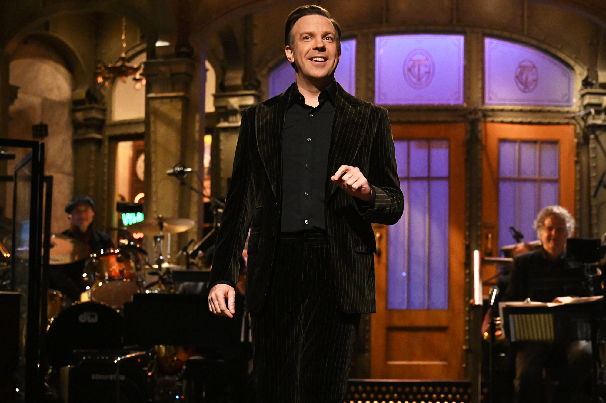 """SATURDAY NIGHT LIVE """"Jason Sudeikis"""" Episode 1809 Pictured: Host Jason Sudeikis during the monologue on Saturday, October 23, 2021."""