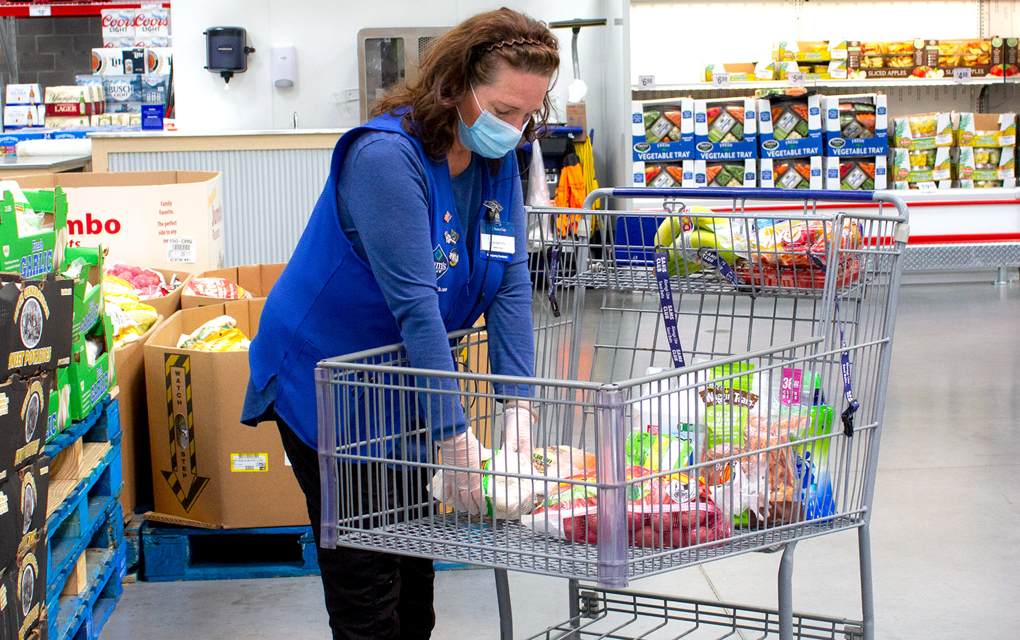 Sam's Club worker grocery shopping with face mask on