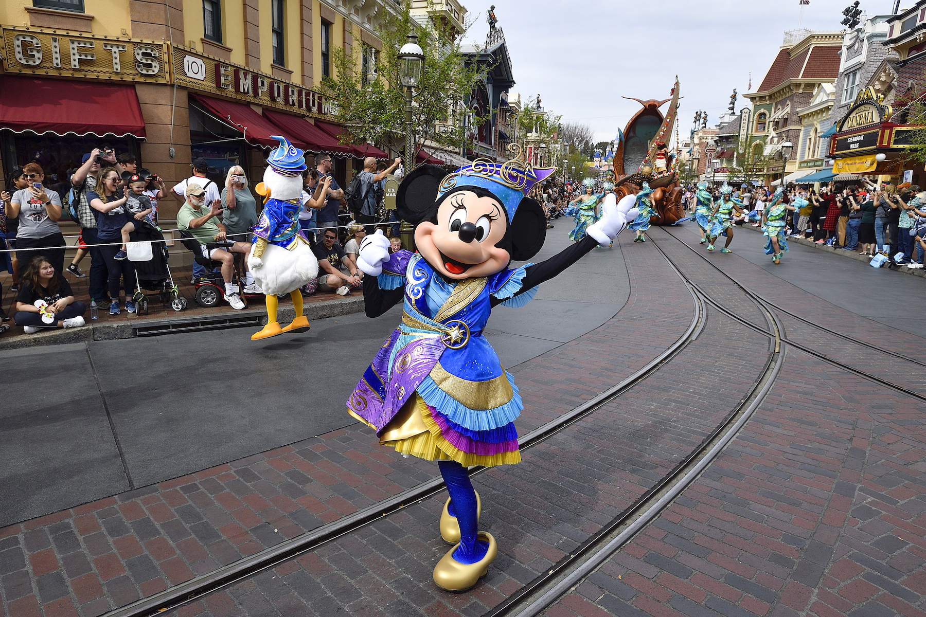 Minnie Mouse in Disneyland parade
