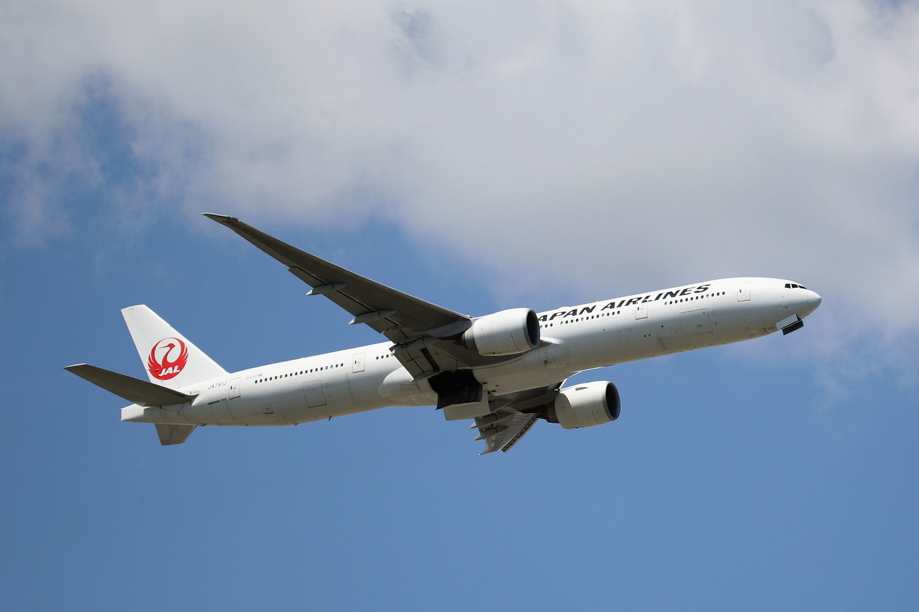 Boeing 777-346 operated by Japan Airlines