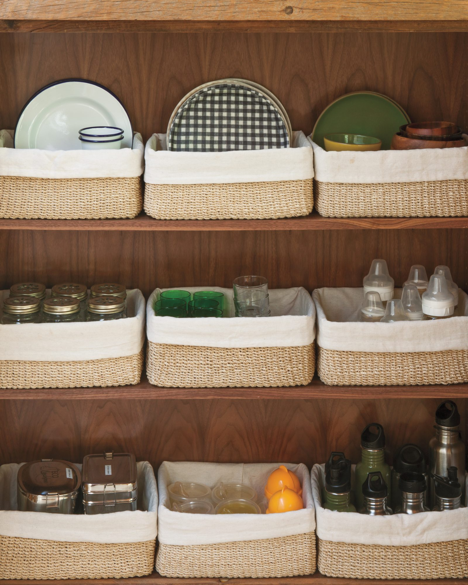 kitchen-cupboard-organization-011-mld109599.jpg