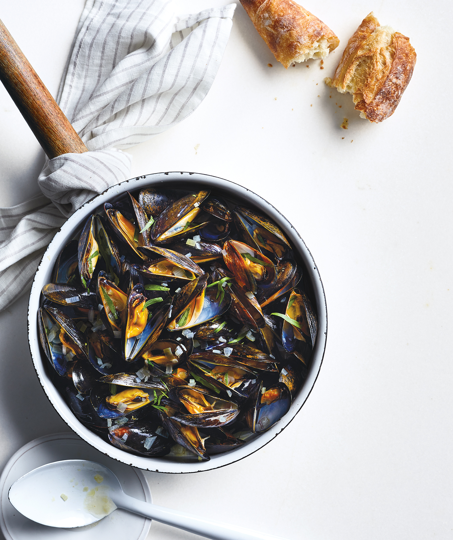 Steamed Mussels With White Wine and Tarragon