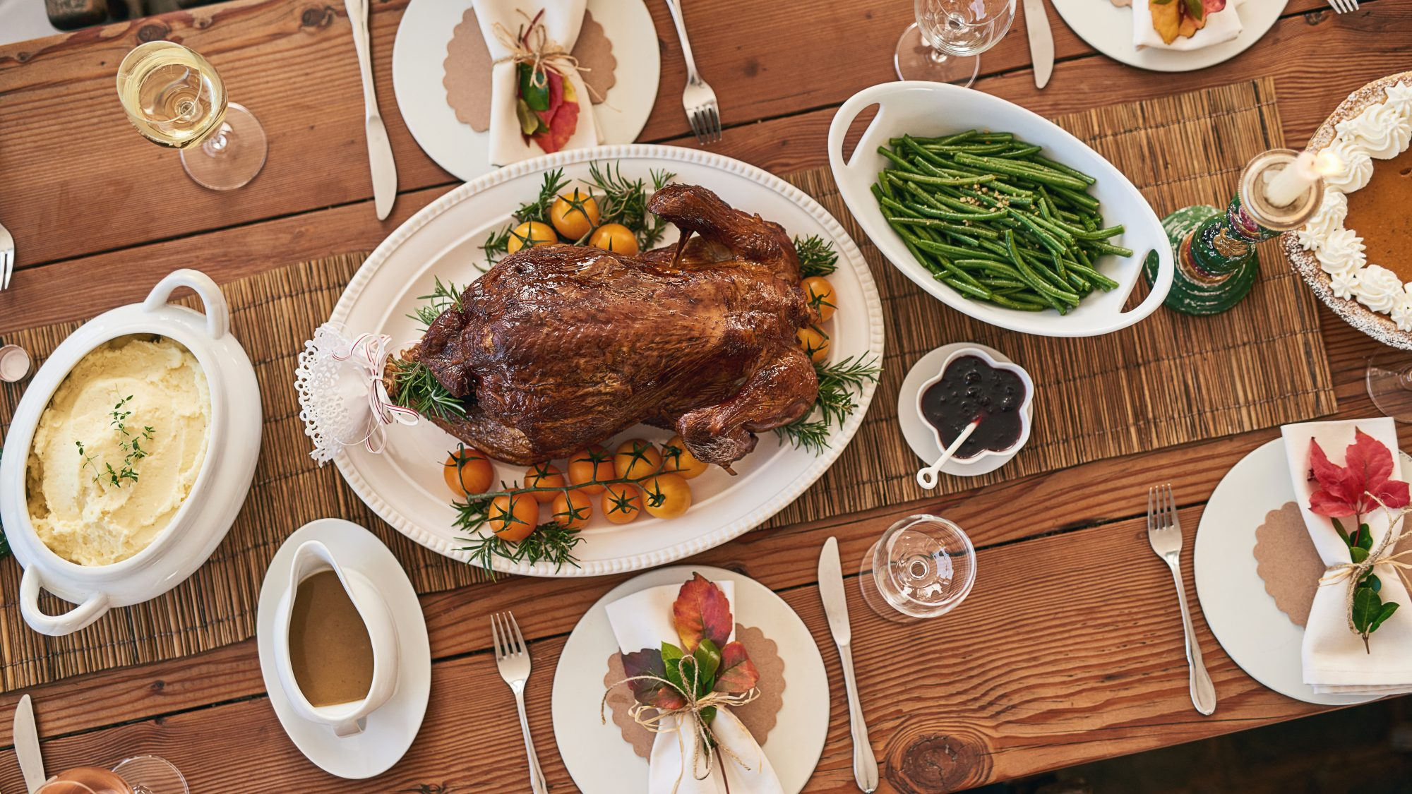 thanksgiving-cdc-guidelines: Thanksgiving dinner on table