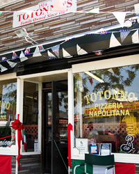 article-201010-top-pizzas-totonno's-ss.jpg