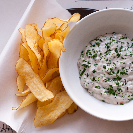 Oyster Tartare Sauce with Potato Chips