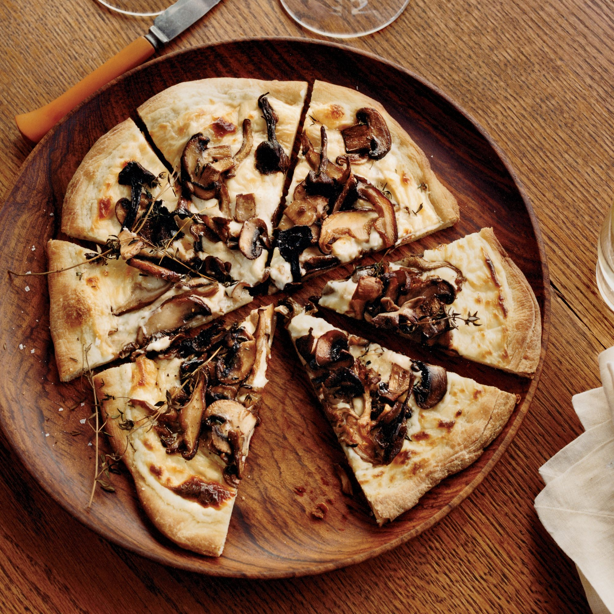 Mushroom-and-Goat Cheese Béchamel Pizzas
