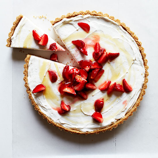 Farmer's Cheesecake with Strawberries