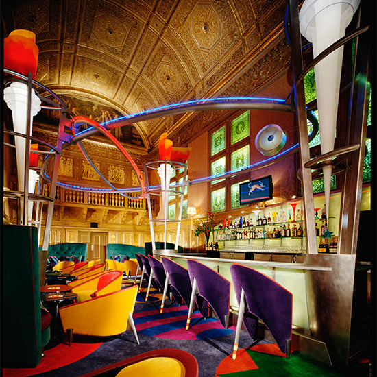 Iconic Restaurant Designs by Adam Tihany: The Bar at Le Cirque 2000