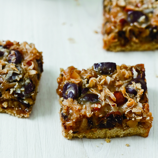 Dulce de Leche, Coconut and Chocolate Chip Magic Bars. Photo © Fredrika Stjärne
