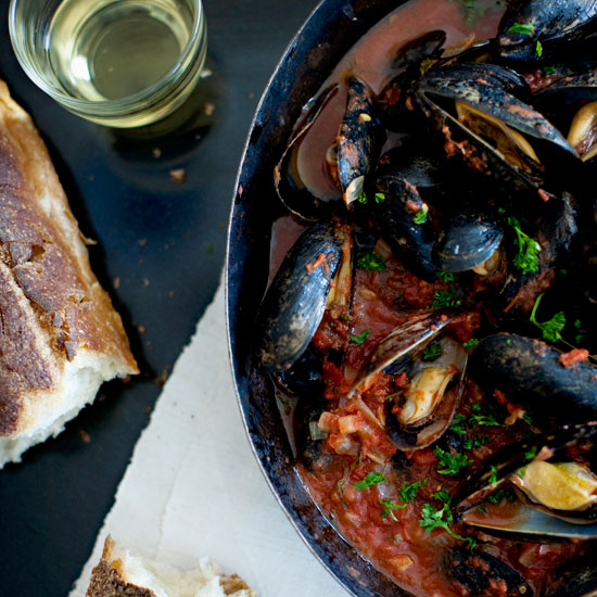201204-HD-steamed-mussels-with-tomato-and-garlic-broth.jpg