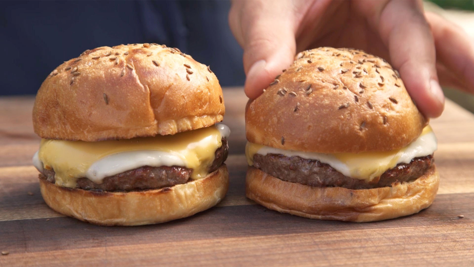 Video: How to Perfectly Toast Burger Buns on the Grill