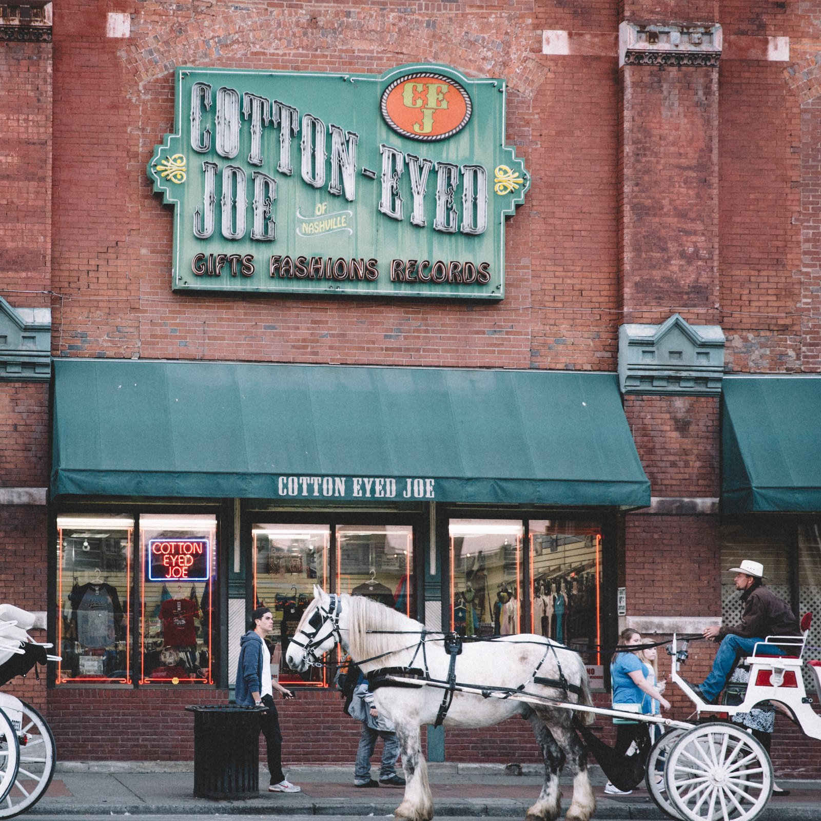 Horse-drawn carriages wait for customers.