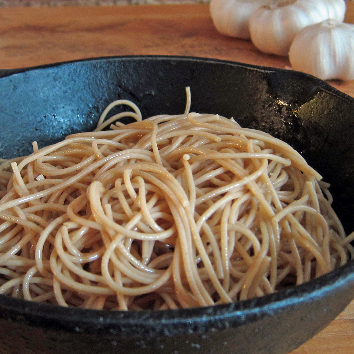 Whole-Wheat Spaghetti with Garlic & Olive Oil