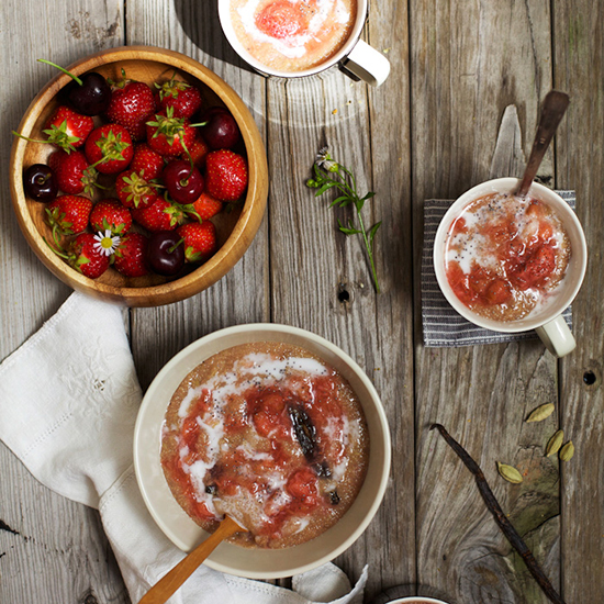 Strawberry Amaranth Porridge with Cardamom