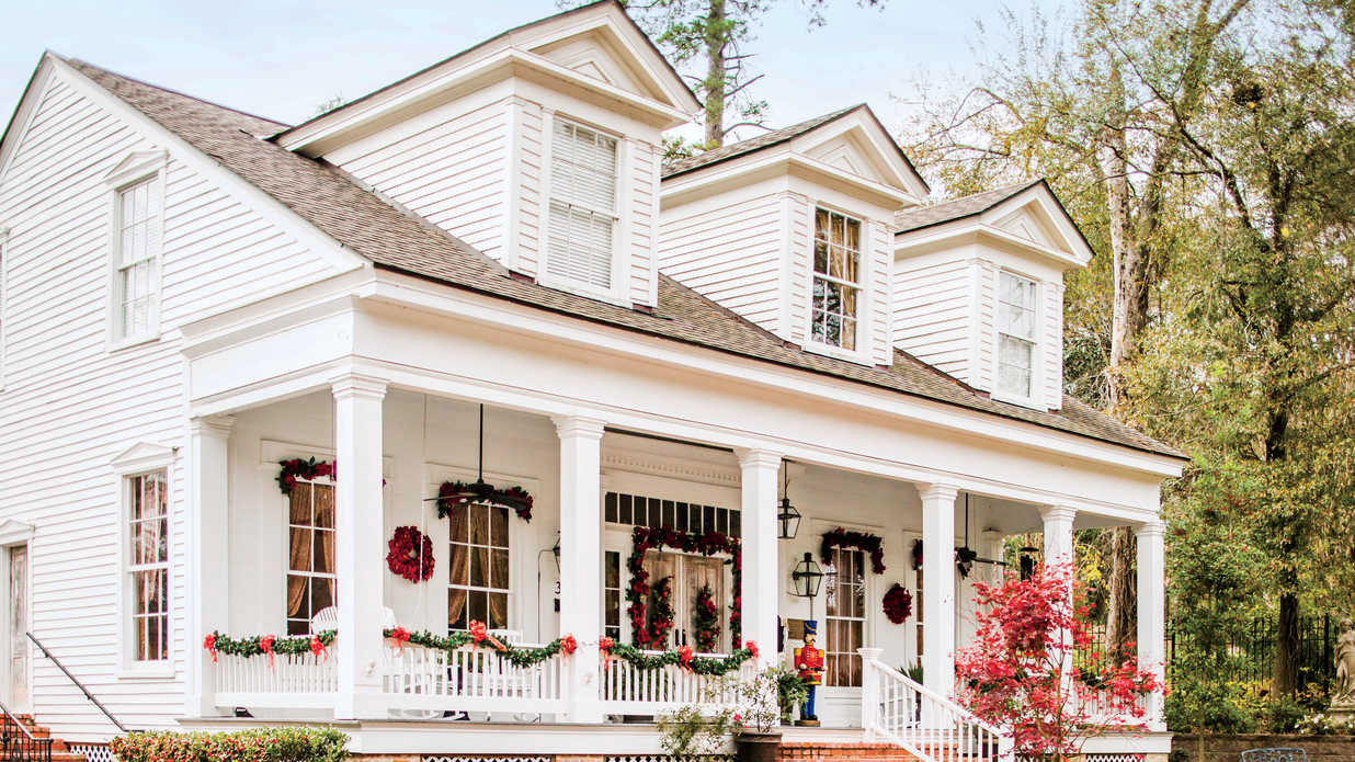 natchitoches-christmas-samuel-guy-house-southern-living-FT-SYND1216.jpg