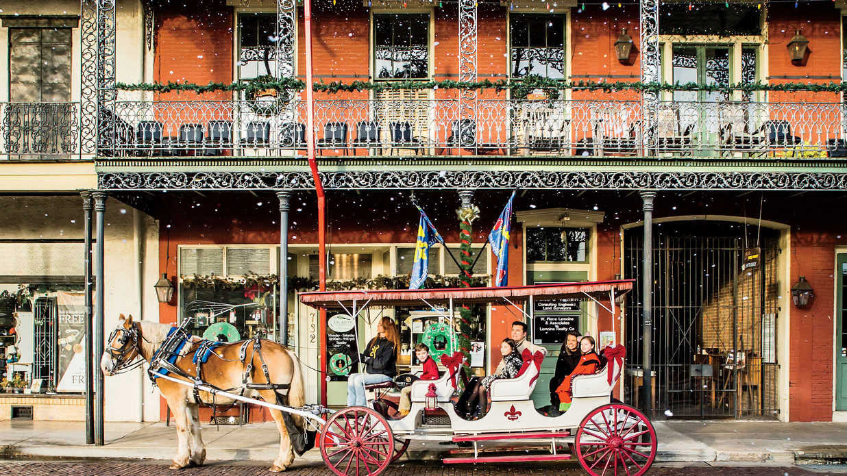 natchitoches-christmas-trolley-southern-living-FT-SYND1216.jpg