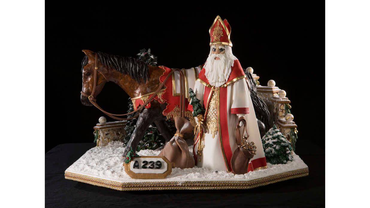 national-gingerbread-competition-4-southern-living-FT-SYND1216.jpg