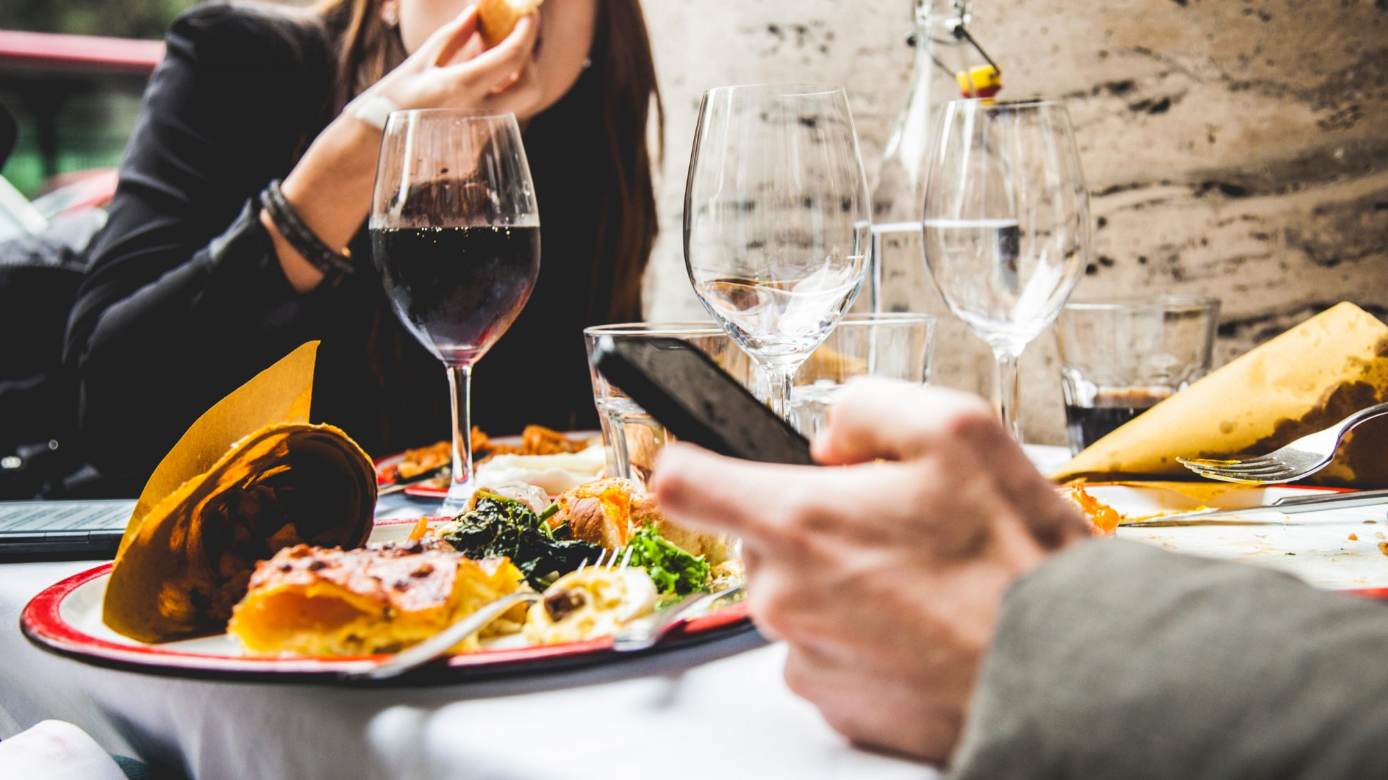 Restaurant Will Lock Up Cell Phones