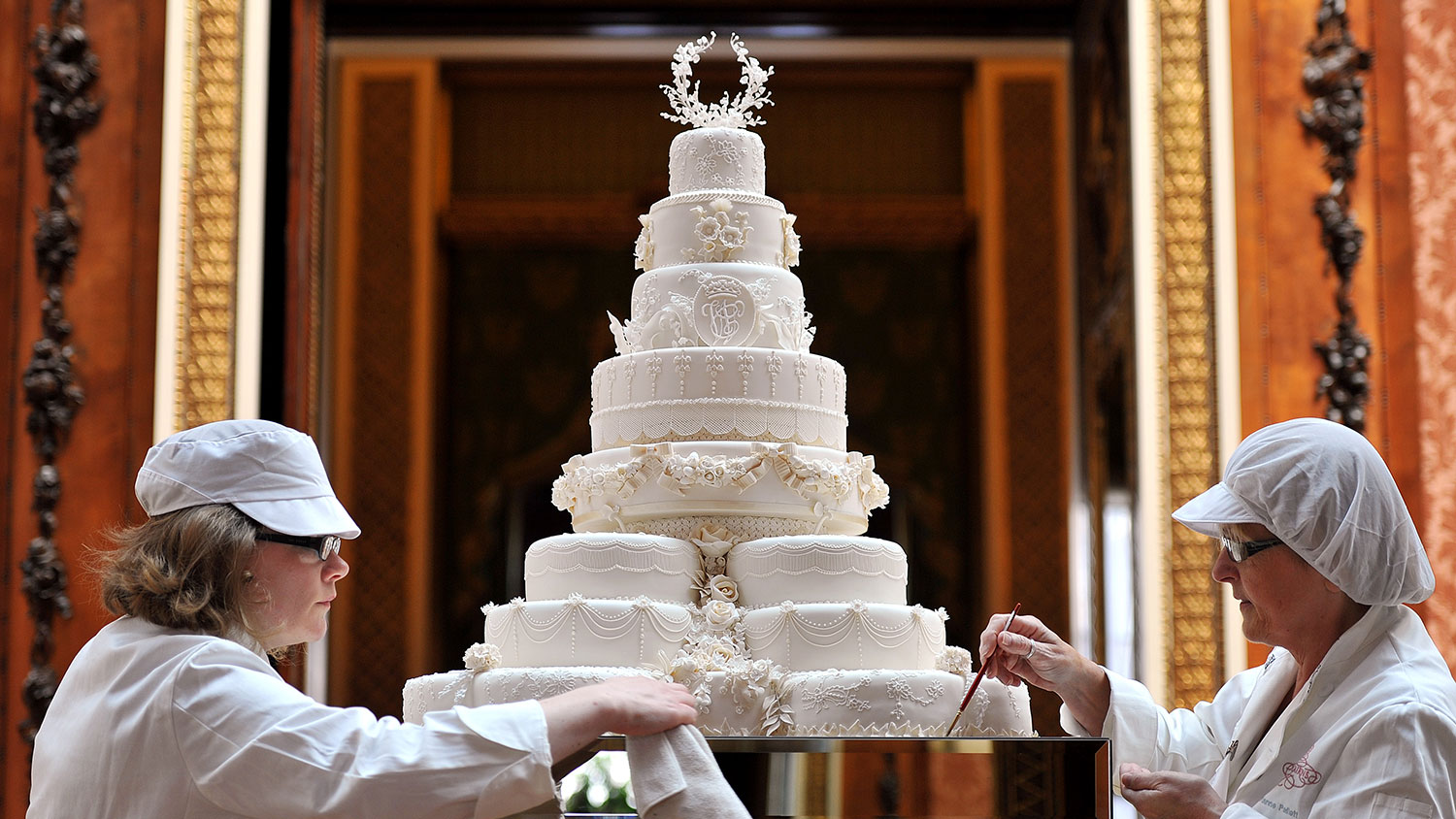 auctioned-food-wedding-cake-FT-SS0417.jpg