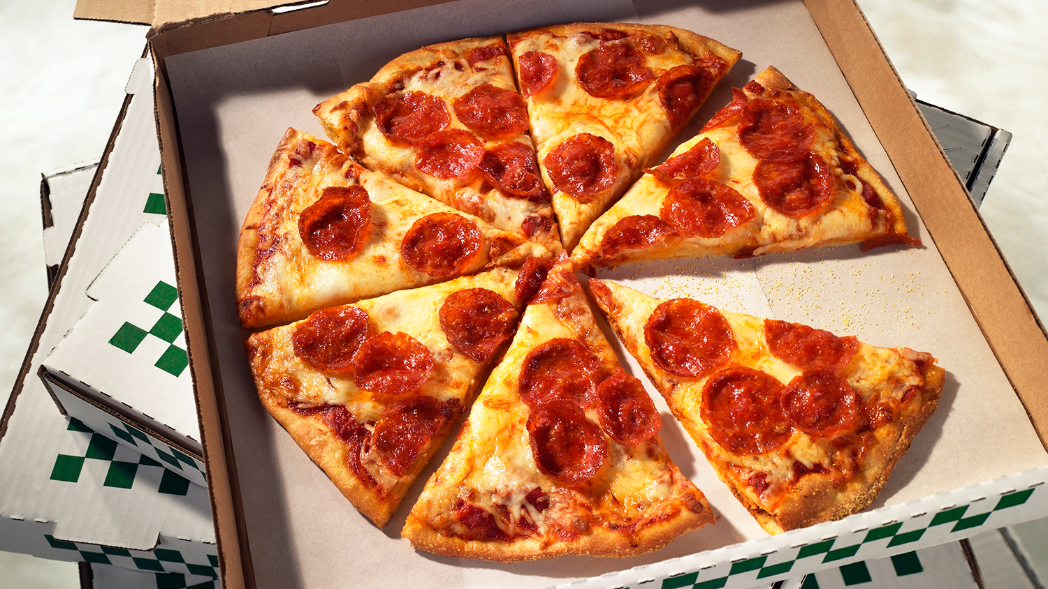 delta airlines orders pizza for customers