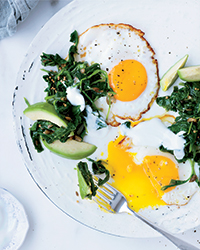 Fried Eggs with Mustard Seed Oil and Kale