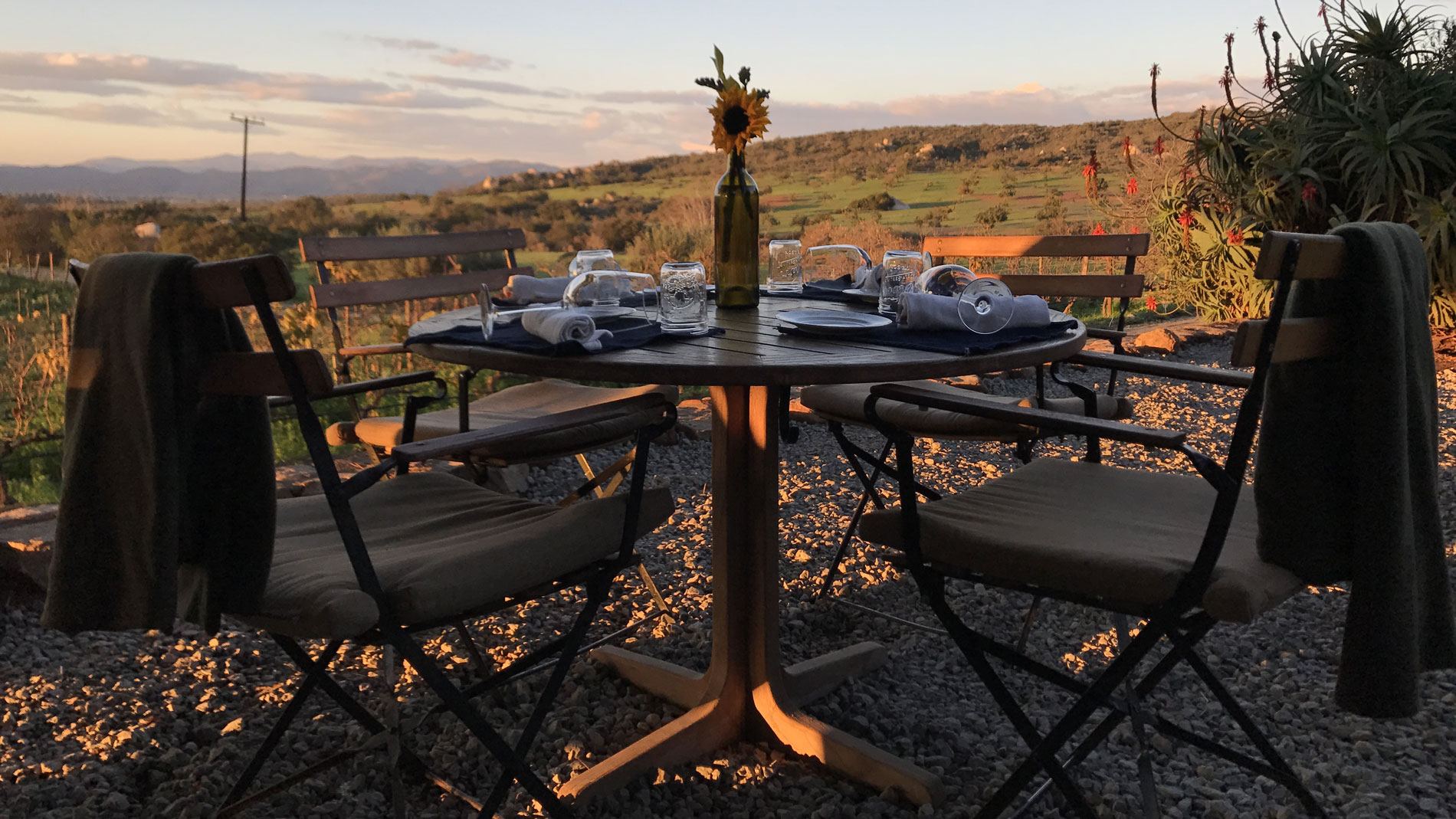 Deckman's en el Mogor for a romantic dinner in a vineyard