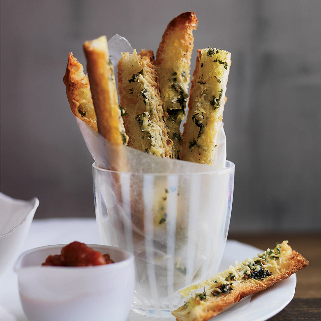 FWX EASY APPS FOR AWARD SEASON VIEWING PARTIES GARLIC BREAD FRIES WITH MARINARA KETCHUP