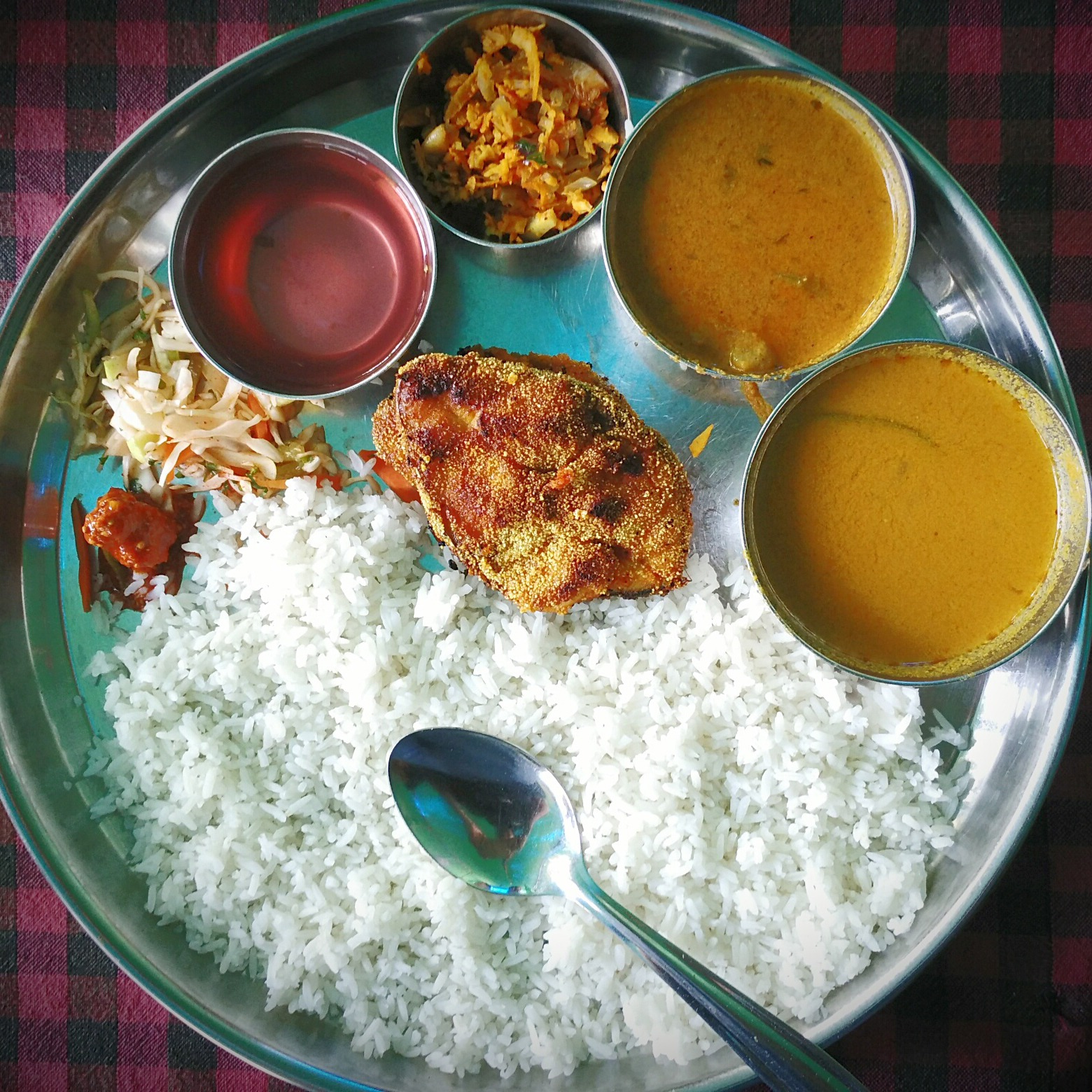 There is a food bank in India where people can deposit and withdraw home-cooked meals.