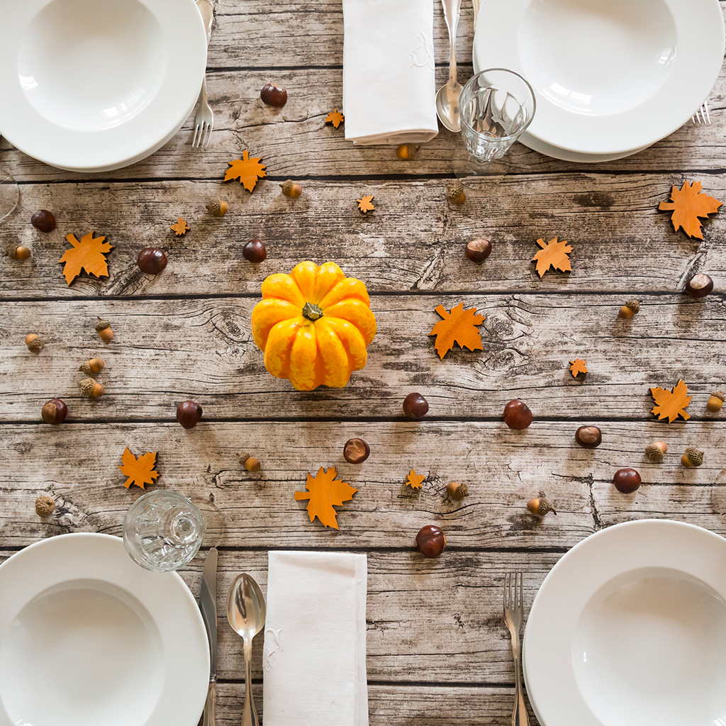FWX INSTYLE OCTOBER TABLESCAPES PUMPKIN LEAVES