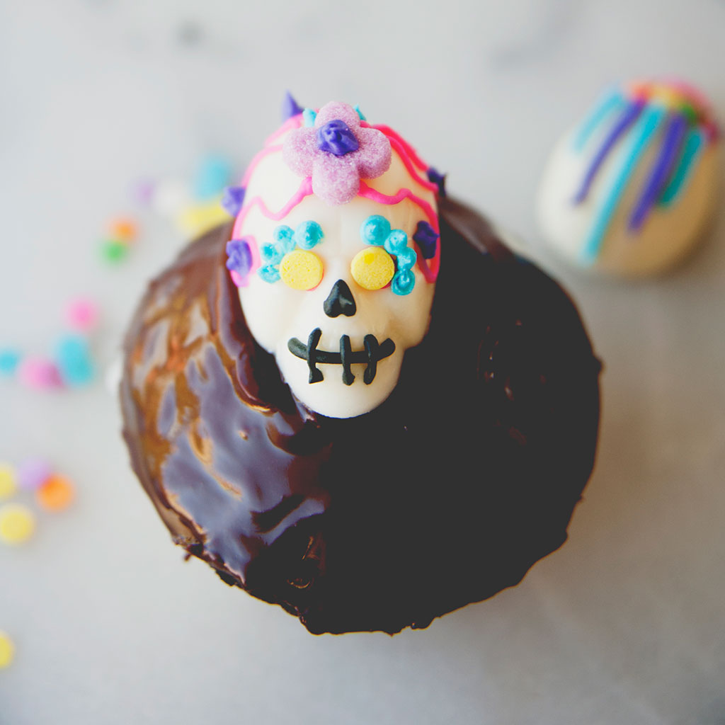 FWX KITCHY KITCHEN HALLOWEEN RECIPES SKULL CUPCAKE