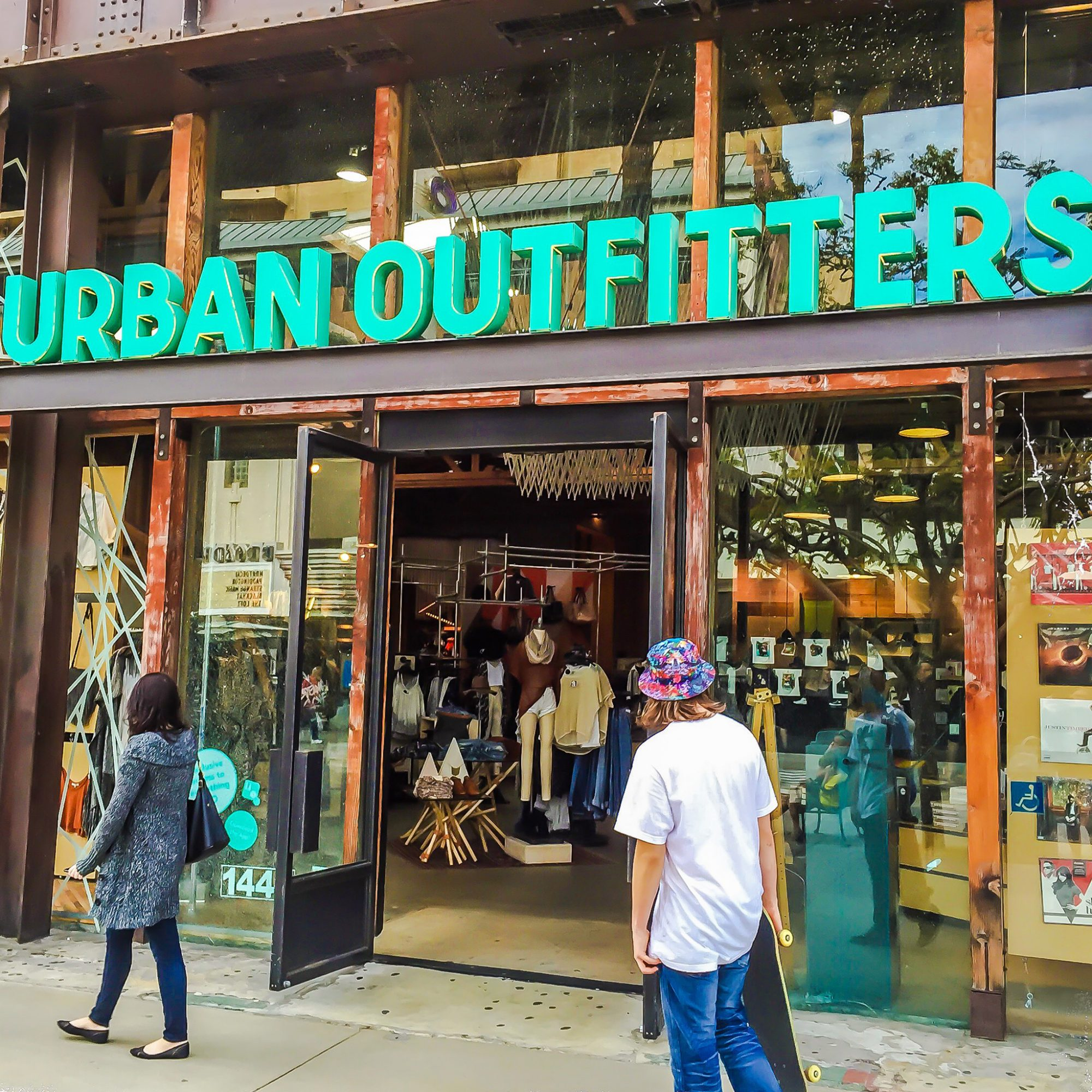 FWX URBAN OUTFITTERS ACQUIRE RESTAURANTS