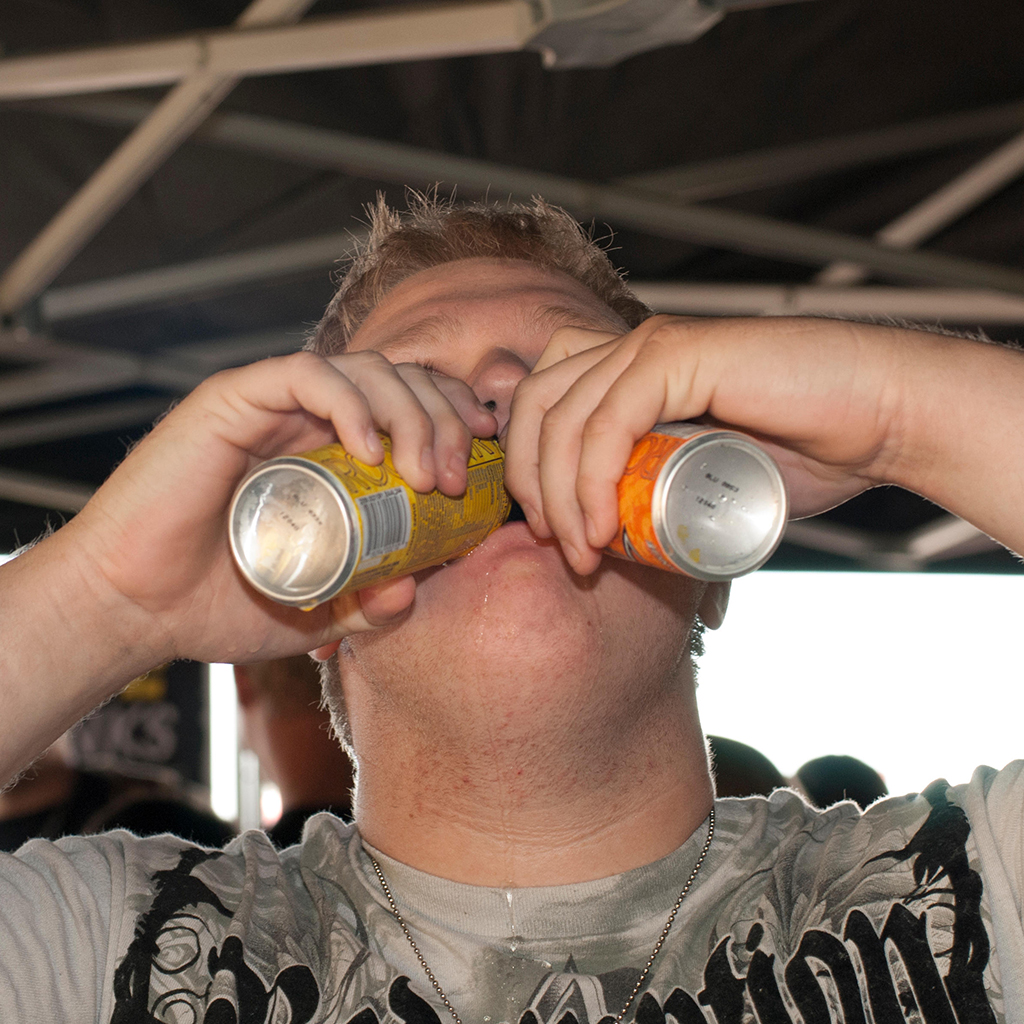 FWX WHAT CHUGGING AN ENERGY DRINK DOES TO YOUR BODY