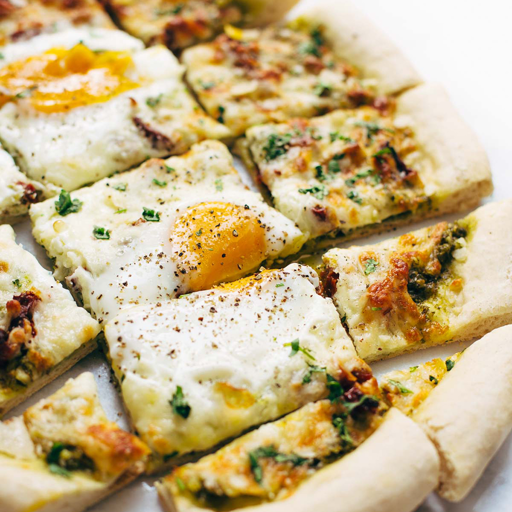 breakfast pizza, breakfast, pizza, kale, pesto