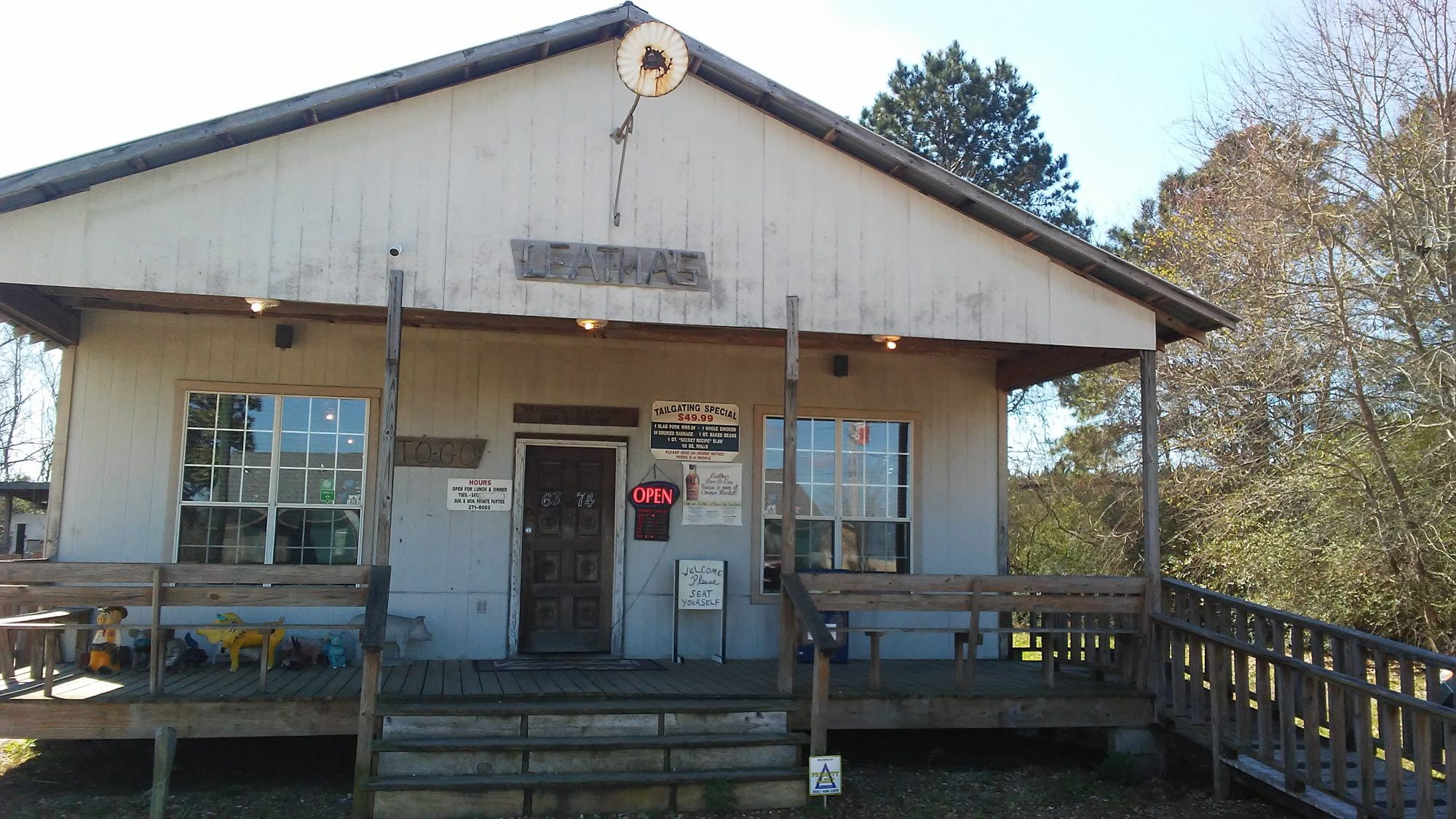 Mississippi: Leatha's Bar-B-Que Inn